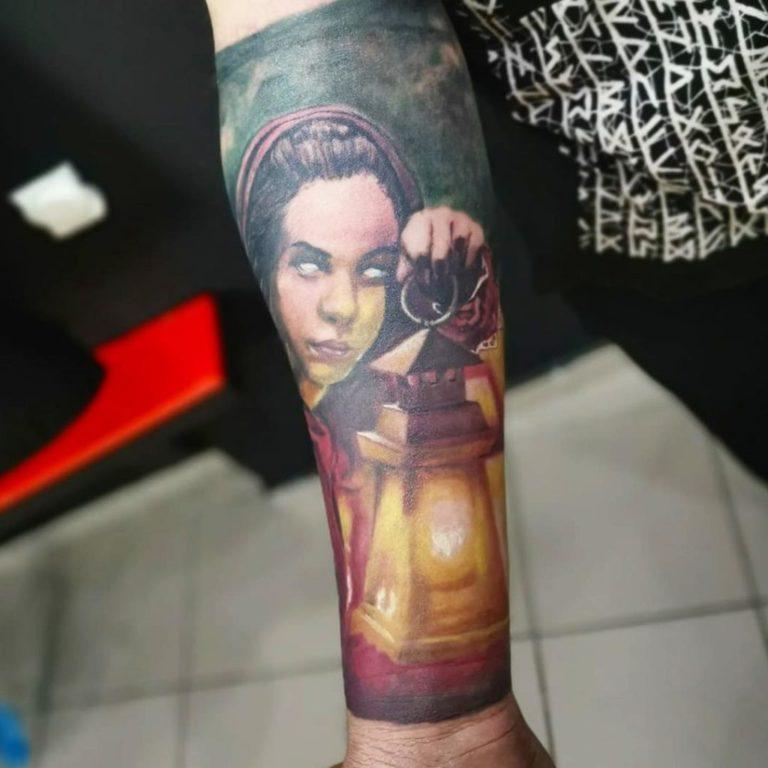 tatuaj color tatuaj mana maneca Salon tatuaje si piercing Funky tattoo bucuresti