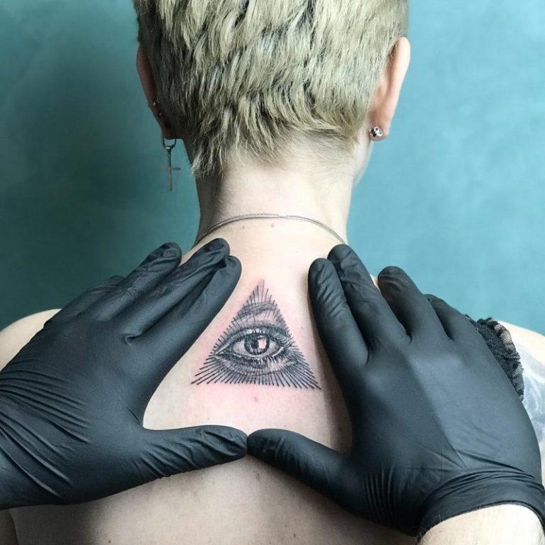 salon tatuaje funky tattoo bucuresti tatuaj spate tatuaj fete tatuaj `line triunghi ochi