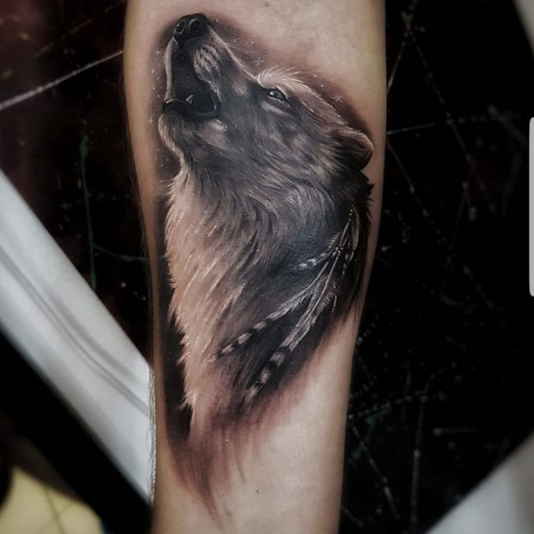 salon tatuaje funky tattoo bucuresti tatuaj antebrat tatuaj mana barbati tatuaj lup