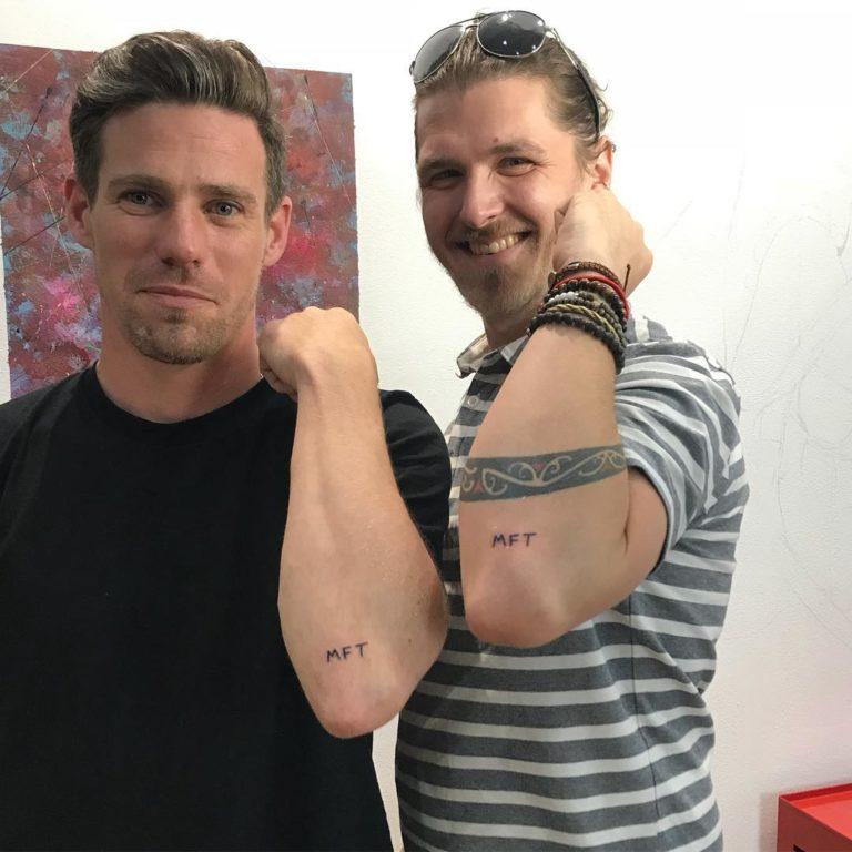 salon tatuaje funky tattoo bucuresti tatuaj scris tatuaj mana barbati
