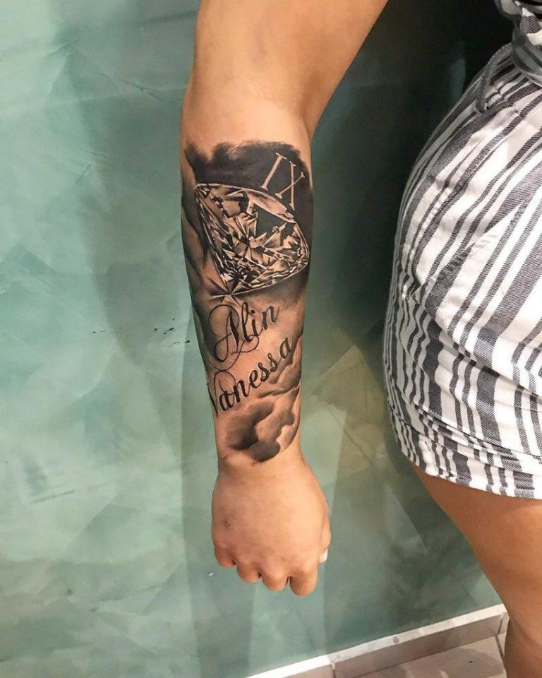 tatuaj barbati tatuaj mana cutit stilet Salon tatuaje si piercing Funky tattoo bucuresti