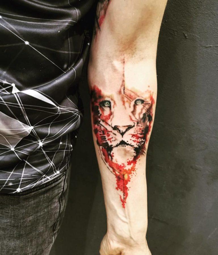 salon tatuaje funky tattoo bucuresti tatuaj picior tatuaj mana leu barbati