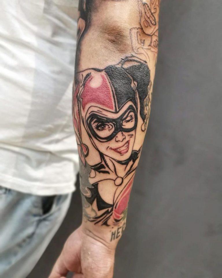 salon tatuaje funky tattoo bucuresti tatuaj spate tatuaj harlequin barbati