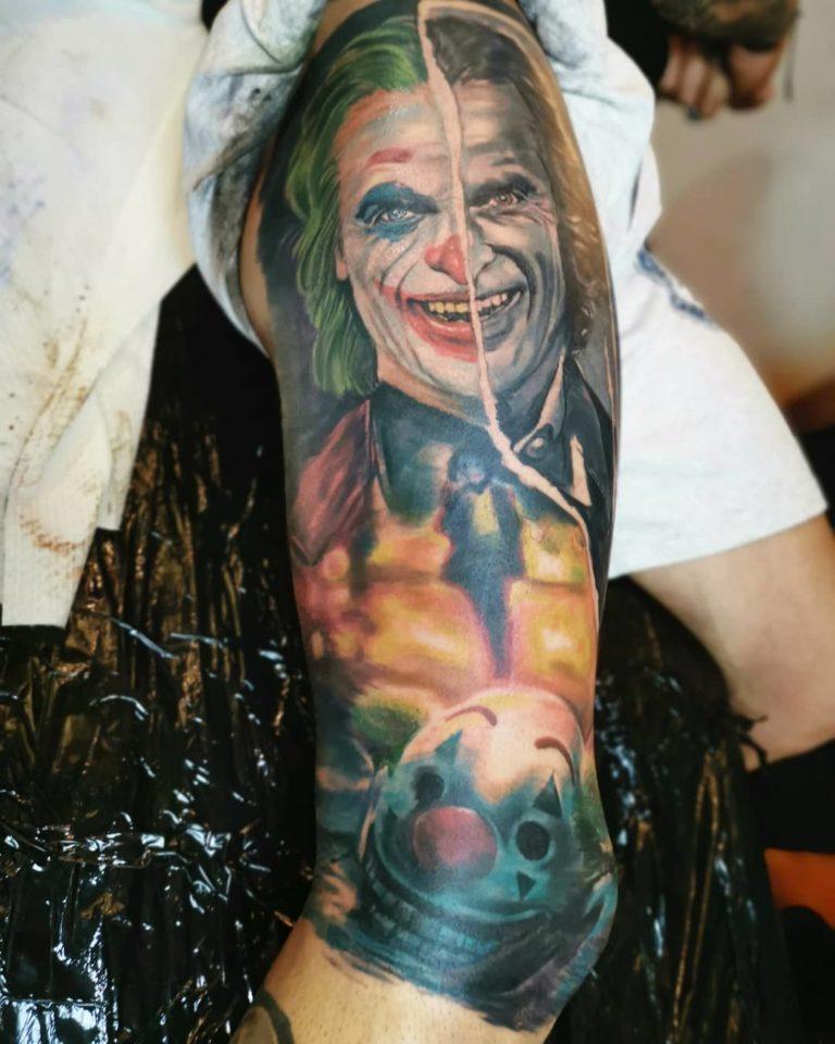 salon tatuaje funky tattoo bucuresti tatuaj spate tatuaj mana Jocker the movie