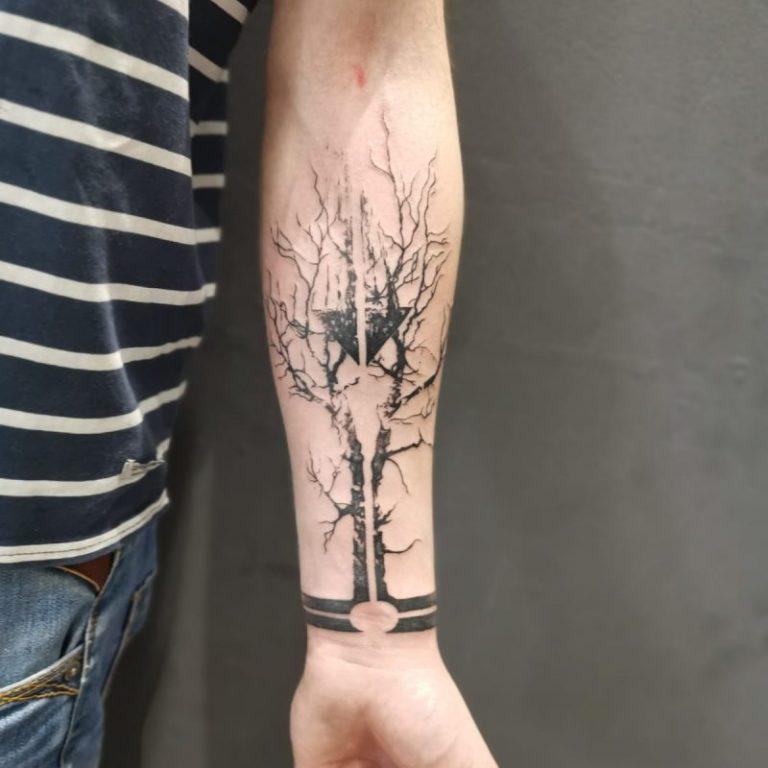 tatuaj barbati tatuaj mana Salon tatuaje si piercing Funky tattoo bucuresti