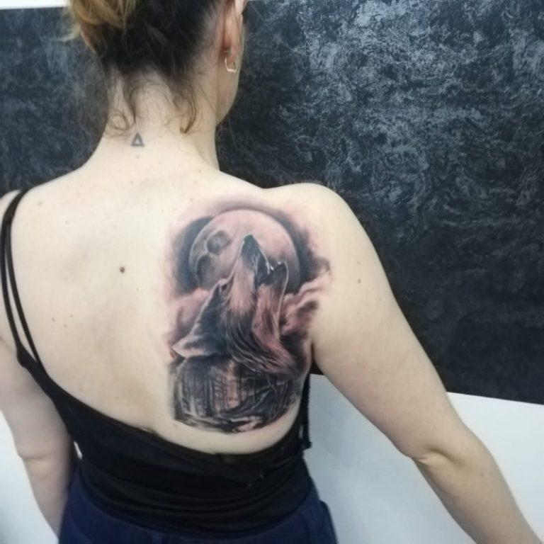 salon tatuaje funky tattoo bucuresti tatuaj spate fete