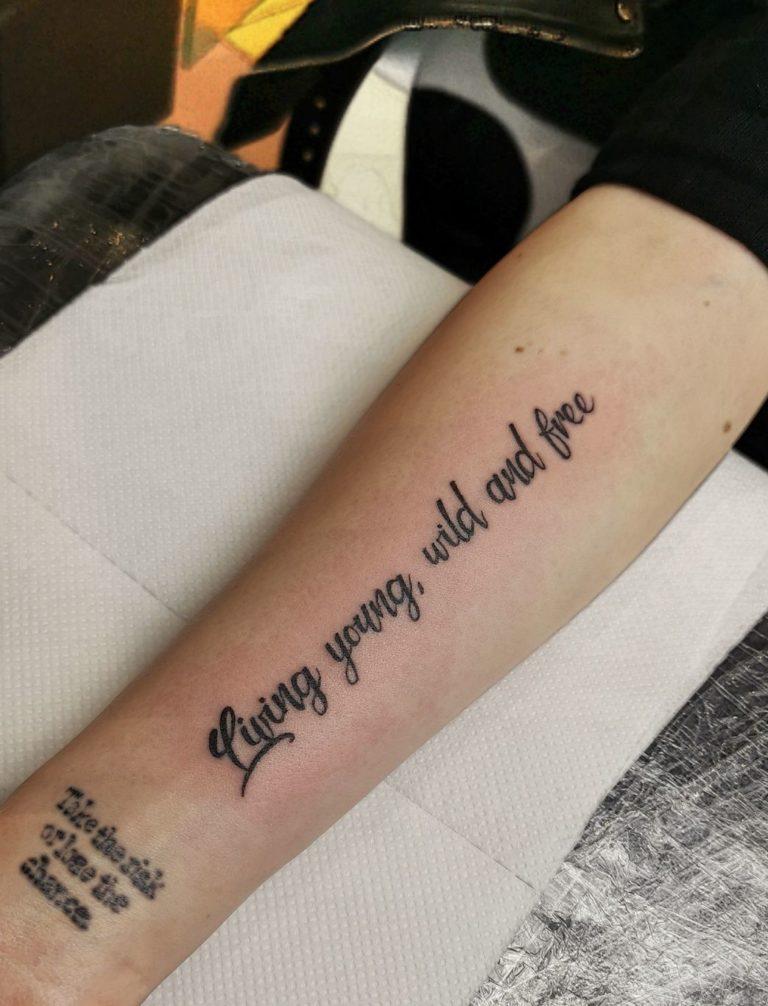 tatuaj barbati scris salon tatuaje si piercing Funky tattoo Bucuresti
