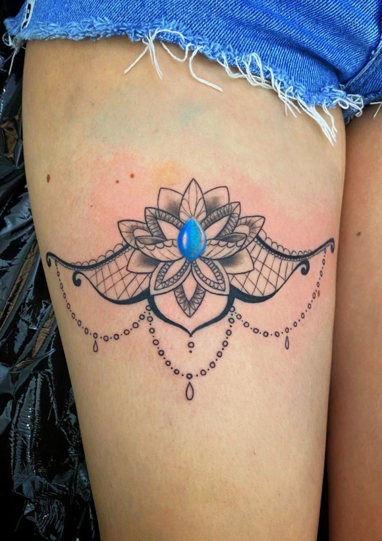 tatuaj fete picior salon tatuaje si piercing Funky tattoo Bucuresti
