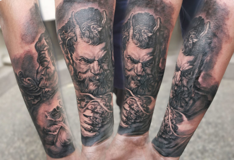 tatuaj baieti barbati gamba mana half sleeve salon tatuaje si piercing Funky tattoo Bucuresti