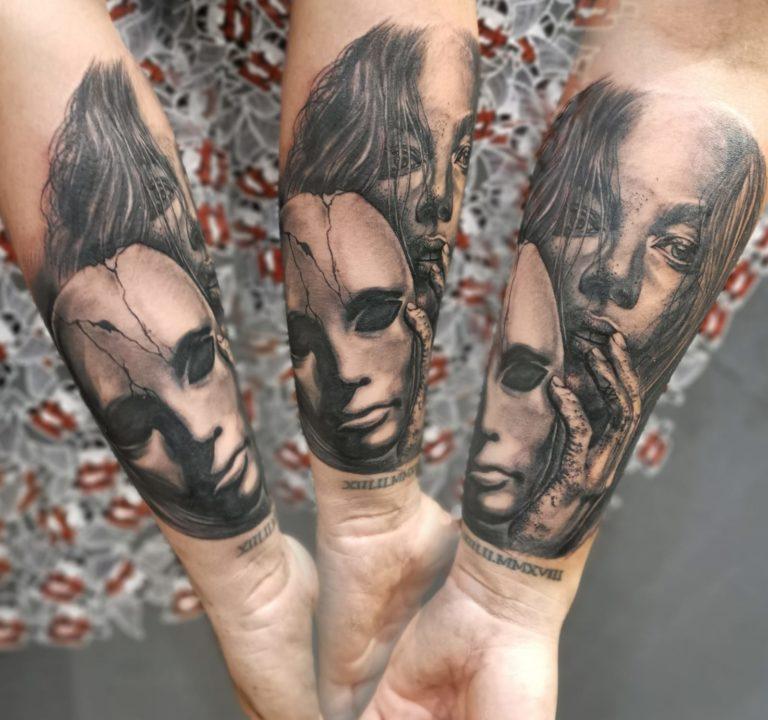 tatuaj mana realistic portret salon tatuaje si piercing Funky tattoo Bucuresti