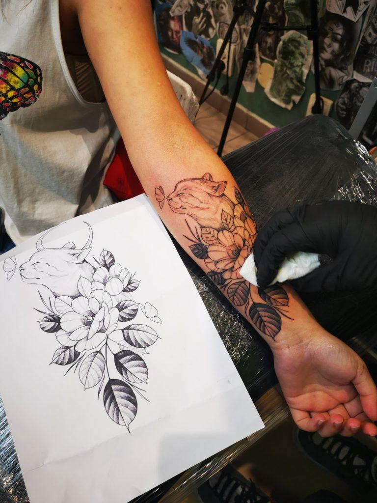 tatuaj mana salon tatuaje si piercing Funky tattoo Bucuresti