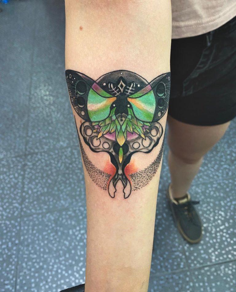 tatuaj barbati color brat mana salon tatuaje si piercing Funky tattoo Bucuresti