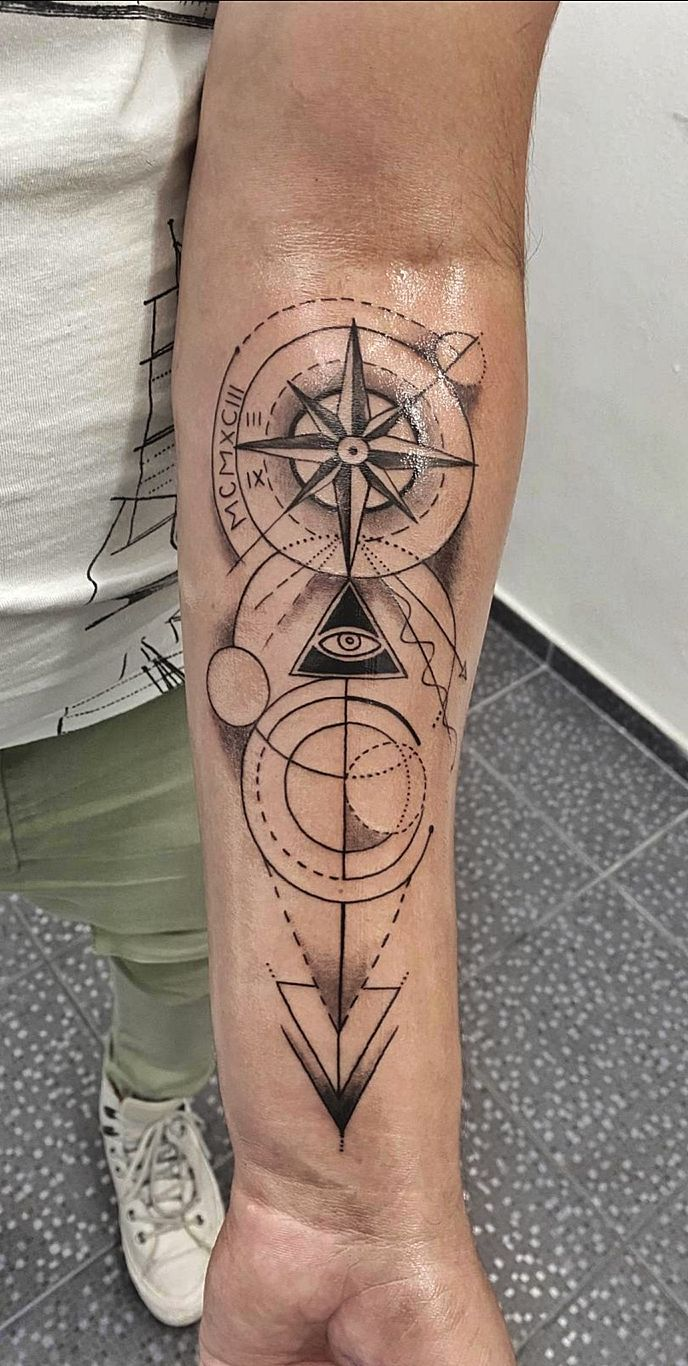 tatuaj baieti barbati mana salon tatuaje si piercing Funky tattoo Bucuresti