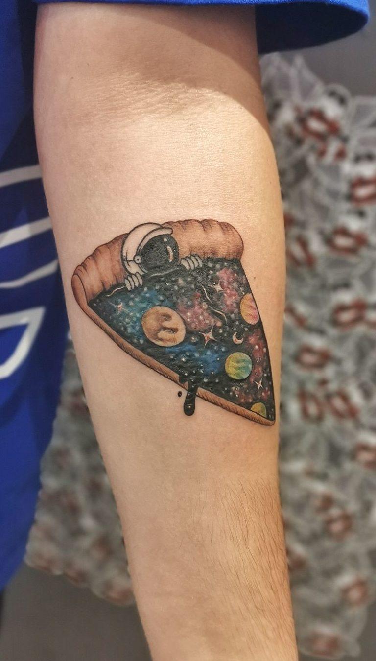 tatuaj color mana salon tatuaje si piercing Funky tattoo Bucuresti