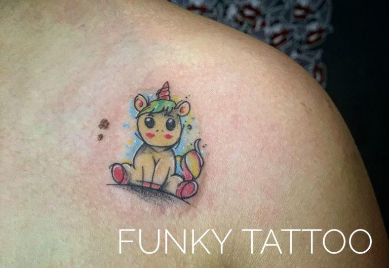tatuaj fete coaste salon tatuaje si piercing Funky tattoo Bucuresti