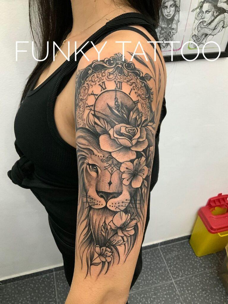 cel mai frumos tatuaj leu flori ceas fete mana salon tatuaje si piercing Funky tattoo Bucuresti