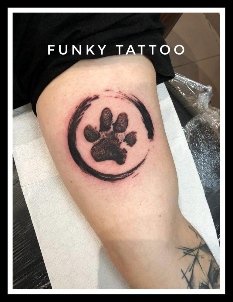 tatuaj cel mai frumos labuta catel animal caine contur mana linework salon tatuaje si piercing Funky tattoo Bucuresti