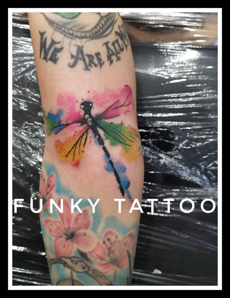 tatuaj color mana fluture libelula salon tatuaje si piercing Funky tattoo Bucuresti
