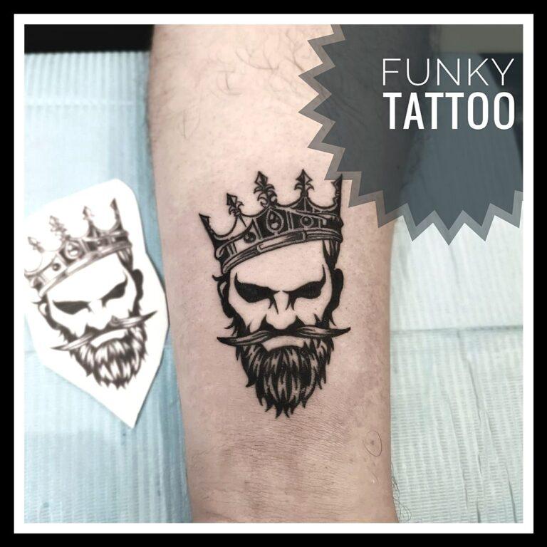 tatuaj protret pe mana alb negru arm tattoo king salon tatuaje si piercing Funky tattoo