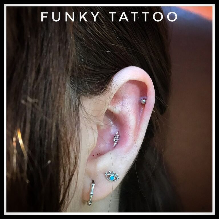 piercing ureche cartilaj helix piercing cercel lob salon tatuaje si piercing Funky tattoo Bucuresti