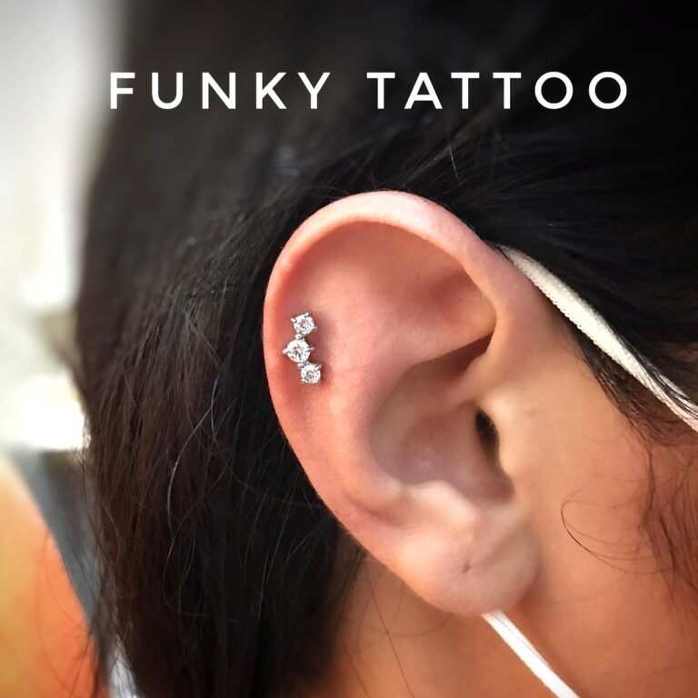 piercing ureche cartilaj helix piercing cercel salon tatuaje si piercing Funky tattoo Bucuresti