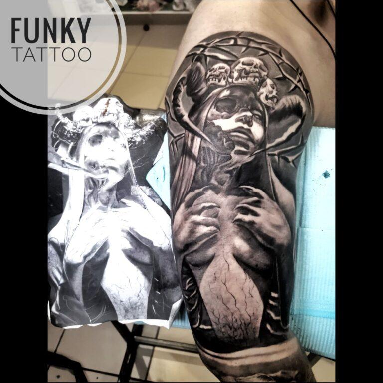 Tatuaj mana arm tattoo realistic sculptura black and grey tatuaje baieti barbati men tattoo saloane de tatuaj bucuresti funky tattoo