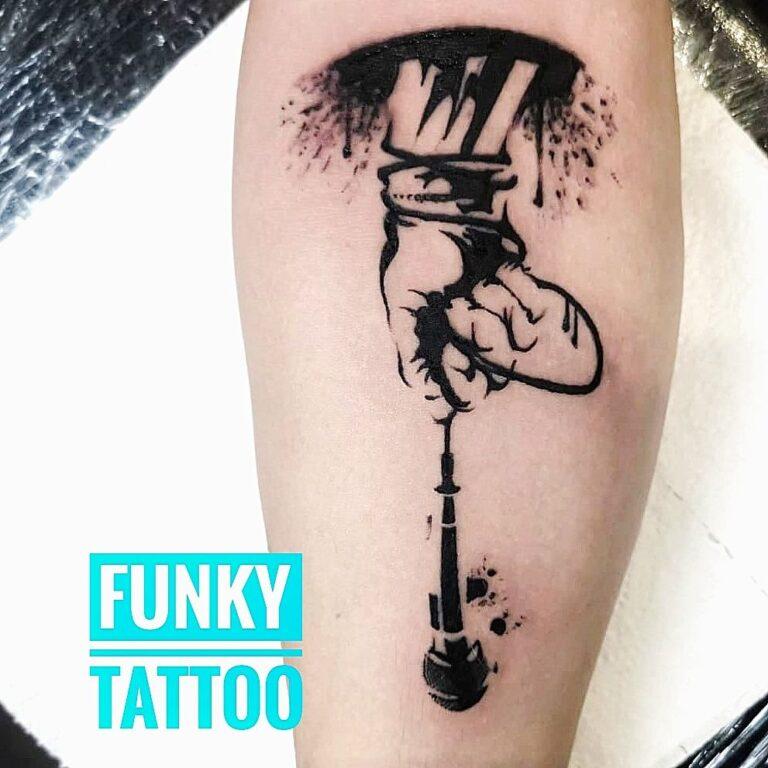 tatuaj barbati mana microfon mana arm tattoo arm mic salon tatuaje si piercing bucuresti