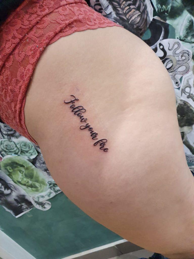 salon tatuaje funky tattoo bucuresti  tatuaj scris tatuaj picior fete