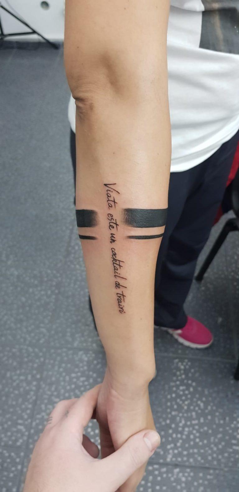 salon tatuaje funky tattoo bucuresti  tatuaj scris tatuaj antebrat barbati tatuaj bratara
